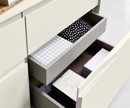 Hochwertige Livitalia Vela Design Kommode im Detail mit offener Schublade