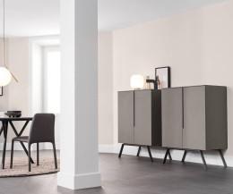 Zwei graue Designer Highboards Cleo von Novamobili im Wohnzimmer