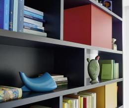 Schwarzes hochwertiges Livitalia Design Bücherregal C85 mit bunten Boxen