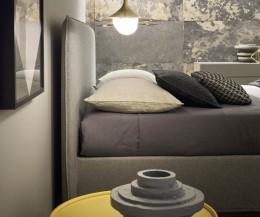 Modernes Design Polsterbett mit hohem Kopfteil