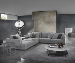 Marelli Designer Beistelltisch Leaf am Sofa im Wohnzimmer