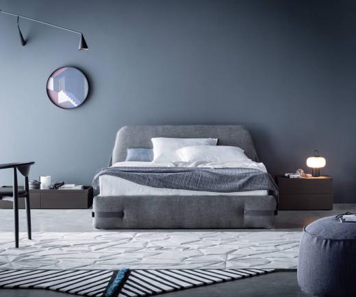 Schlafzimmer Polsterbett Tape von Novamobili mit hellgrauem Stoffbezug