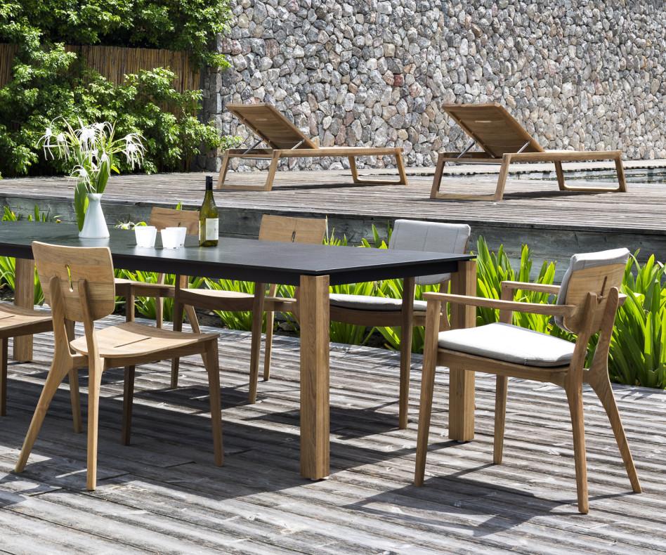 Moderner Oasiq Diuna Design Stuhl mit Armlehne aus Teakholz