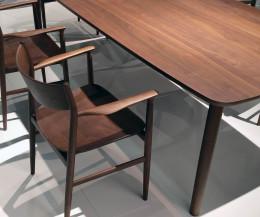 Conde House Kamuy Design Tisch & Stuhl mit Stuhl Gestell in Nussbaum massiv