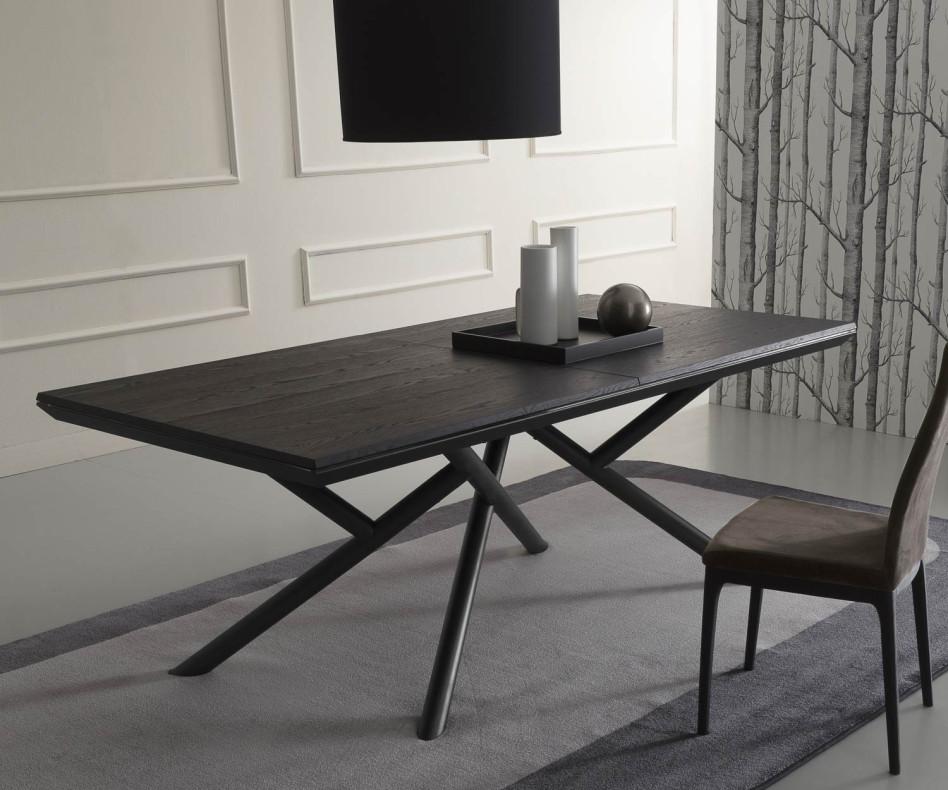 Design Esstisch Tischplatte schwarzes Karboneichen-Furnier im Esszimmer gruppiert