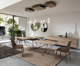 Exklusiver Design Esstisch im Esszimmer mit ausgezogener Tischplatte
