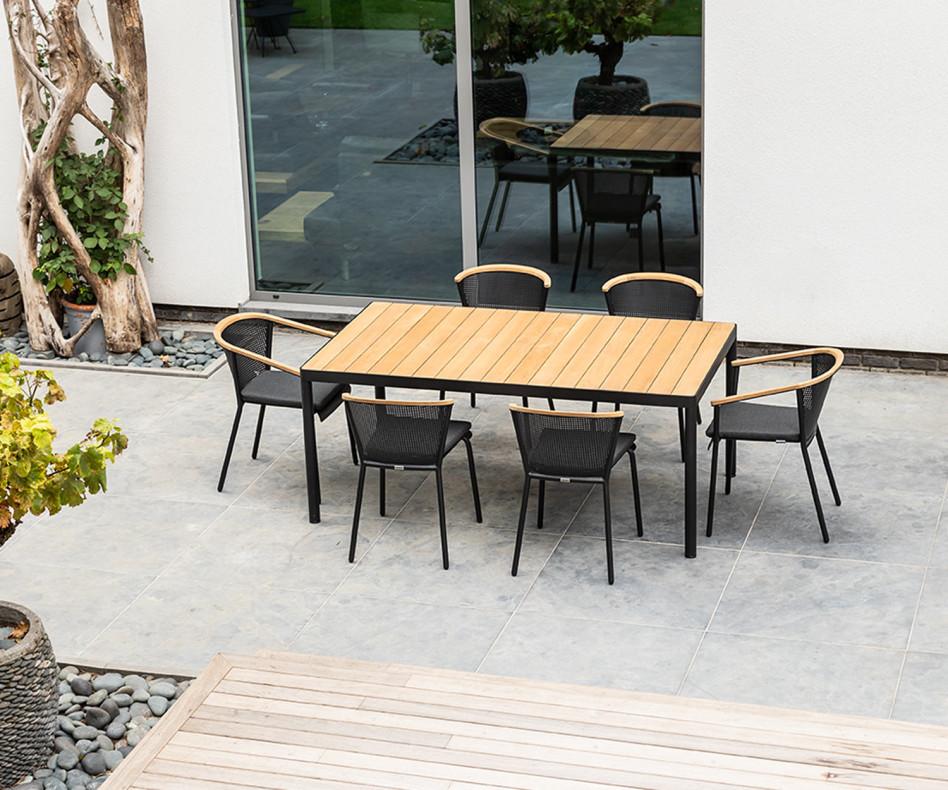 Wetterfester Oasiq Riad Design Gartentisch auf Terrasse am Pool