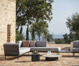 Designer Garten Sofa Baza von Todus auf Terrasse in mediterranen Gefilden