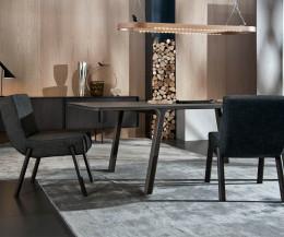 Exklusiver Design Esstisch mit Eukalyptus Furnier und massiven Beinen aus Eukalyptus
