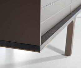 Hochwertiges al2 Mobius 004 Design Lowboard Details Ecke vom matt lackierten Korpus