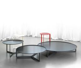 MEME Design Round Kollektion an Beistelltischen in diversen Farben