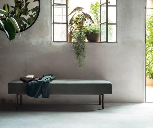 Exklusive Designer Sitzbank Church mit grünem Stoffbezug