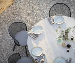Baza Armlehnenstuhl von Todus auf Terrasse am Gartentisch von oben