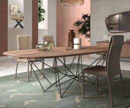 Design Esstisch Tischplatte Nussbaum Furnier Nahaufnahme im Esszimmer