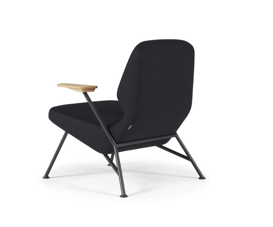 Hochwertiger Prostoria Designer Sessel Oblique in Grün im Wohnzimmer