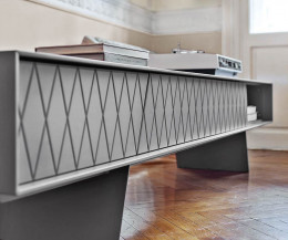 Hochwertiges al2 e-klipse 008 Design Lowboard Detail Füße Front mit Rauten in Hellgrau