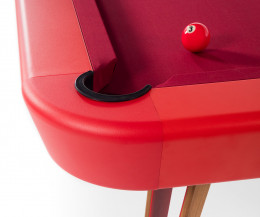 RS Barcelona Design Tisch Billard im Detail roter Bezug rote Lackierung