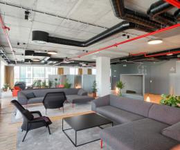 Hochwertiges Prostoria Design Sofa Seam in einer Hotellobby