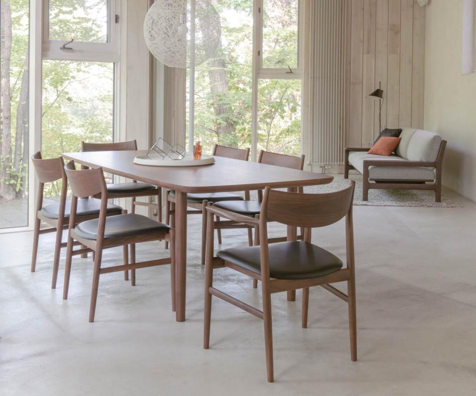 Conde House Kamuy Designer Armlehnenstuhl Gestell und Sitz in Walnuss massiv