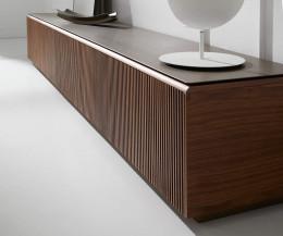 Exklusives Design TV Lowboard Detail Abdeckplatte Aluminium Walnuss Furnier