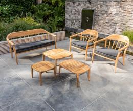 Wetterfester Oasiq Design 2-Sitzer Gartensofa Copenhagen auf Terrasse mit Beistelltisch