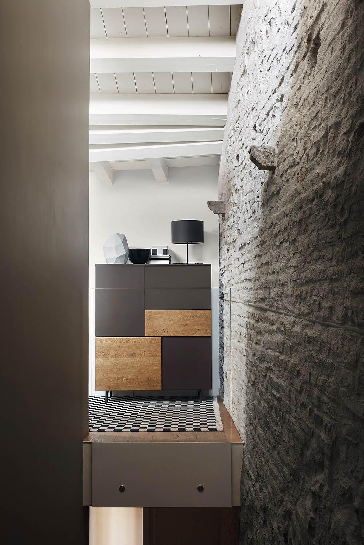 Design schrank holz  Schrank mit Türen in Holz und Lack