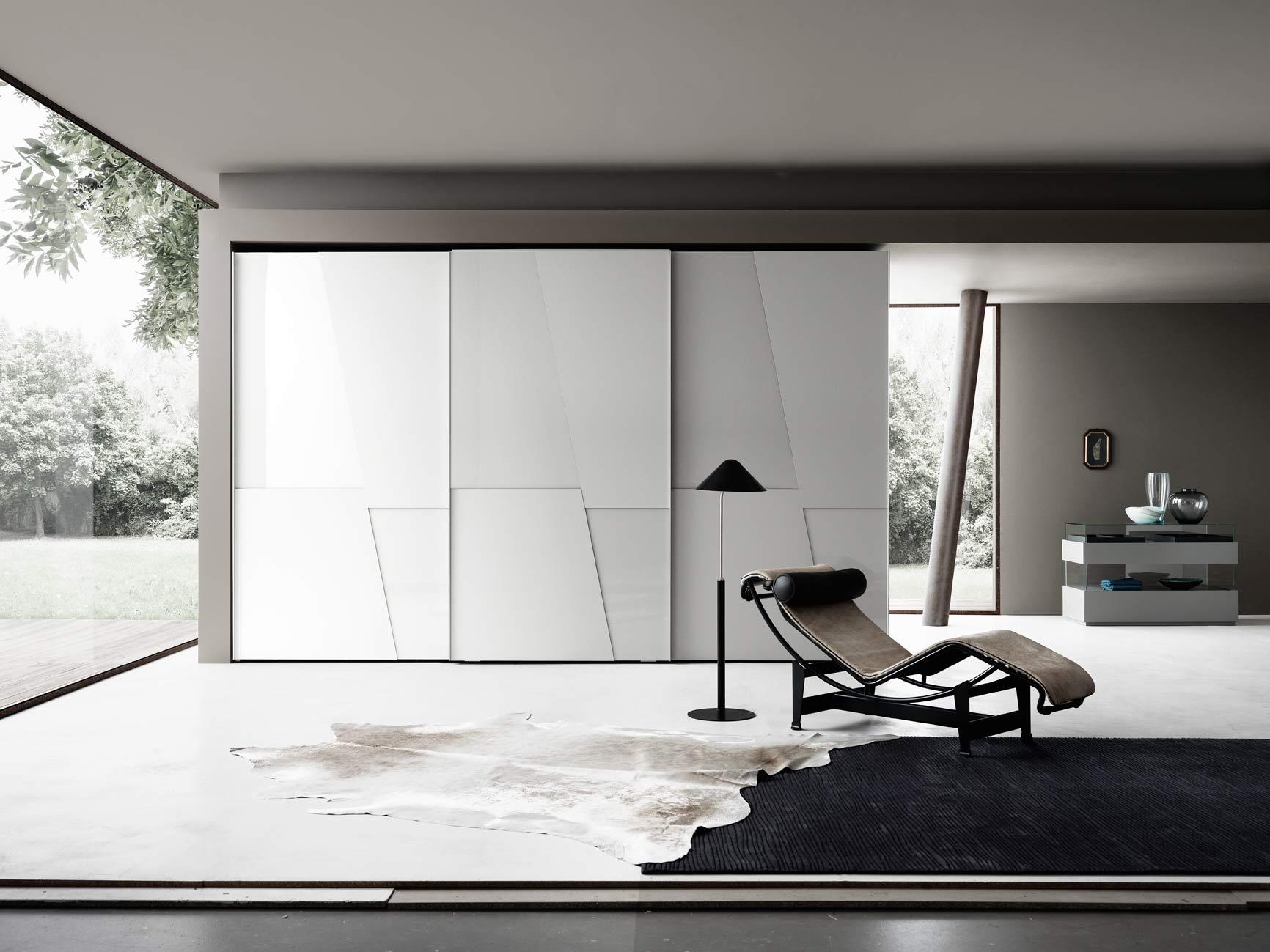 Kleiderschrank mit Diagonal Design