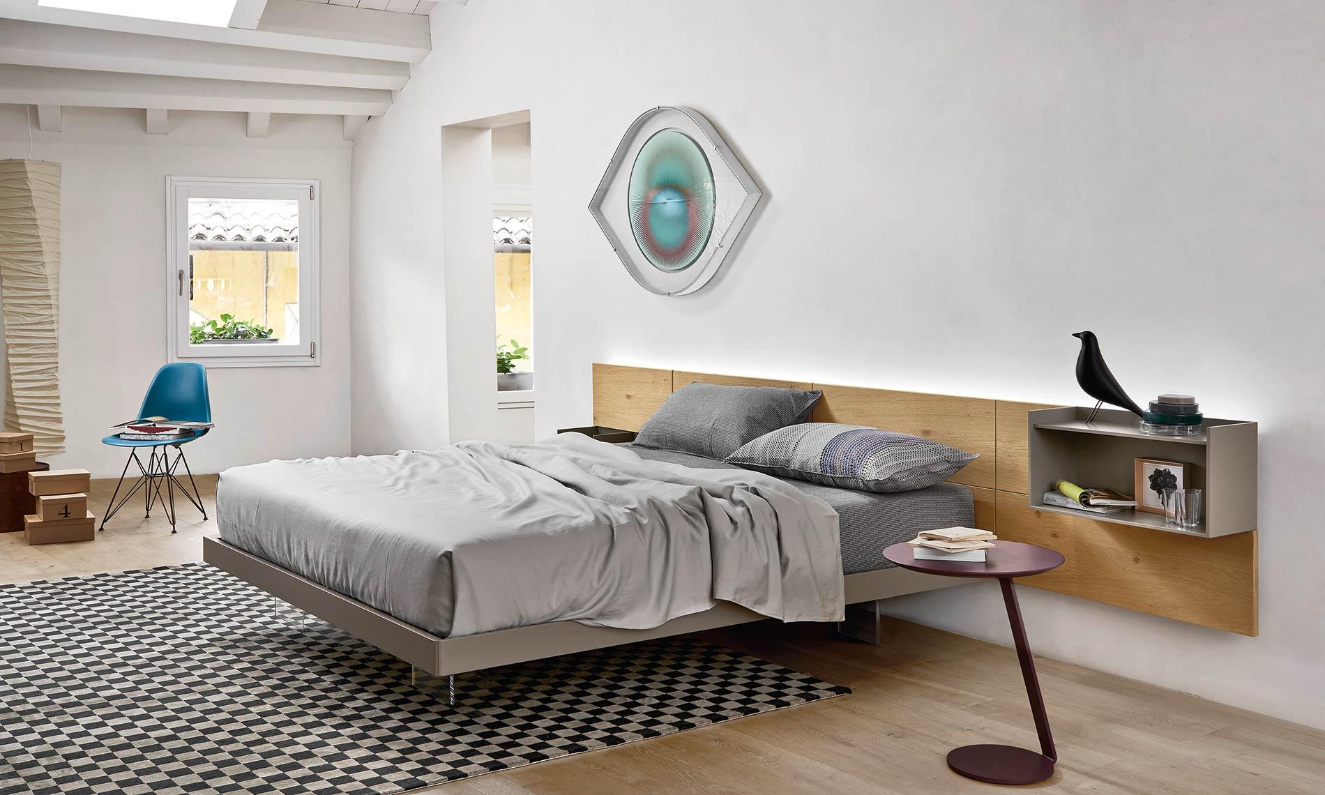 Schwebendes Bett Mit Wandpaneel
