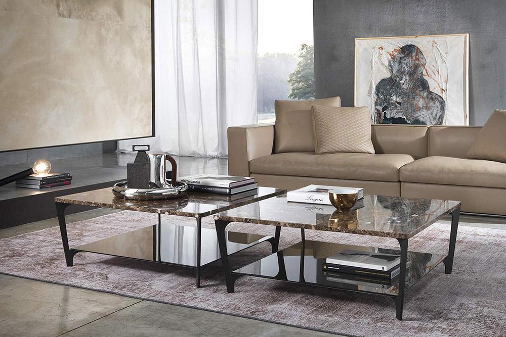 Der Marelli Couchtisch Tab hat eine massive Marmor Tischplatte und ein graziles Stahlgestell mit Glasplatte.